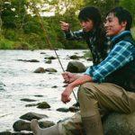 ニセコで釣りを楽しむ親子