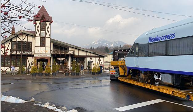 ニセコ駅に到着したニセコエクスプレス